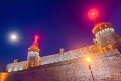 Vieja opinión de la noche del castillo Foto de archivo libre de regalías