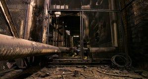 Vieja oscuridad que decae la fábrica sucia Fotos de archivo libres de regalías