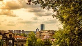 Vieja parte de la ciudad de Belgrado con el cielo nublado Fotos de archivo libres de regalías