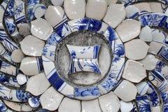 Vieja pintura china del estilo del modelo de flores en el cuenco de cerámica u Imágenes de archivo libres de regalías