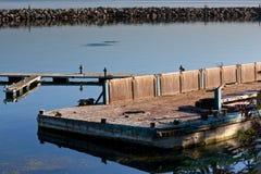 Vieja plataforma dilapidada del puerto deportivo Fotografía de archivo