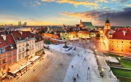Vieja plaza de Varsovia, castillo real en la puesta del sol, Polonia Fotos de archivo libres de regalías