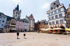 Vieja plaza del mercado en el Trier, Alemania imagenes de archivo