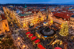Vieja plaza en el tiempo de la Navidad en Praga Fotos de archivo libres de regalías