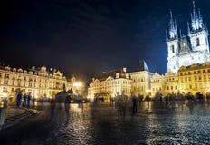 Vieja plaza en la noche foto de archivo libre de regalías