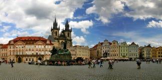 Vieja plaza en Praga. Foto de archivo libre de regalías