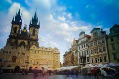 Vieja plaza en Praga en República Checa Fotografía de archivo