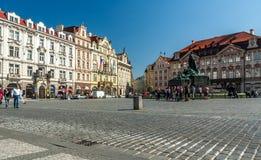 Vieja plaza en Praga, República Checa Foto de archivo