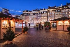 Vieja plaza por noche en Varsovia Foto de archivo