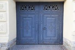 Vieja puerta azul en St Petersburg Imagenes de archivo
