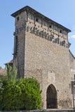 Vieja puerta de la ciudad en Cremieu imagen de archivo
