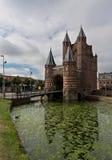 Vieja puerta de la fortaleza en Haarlem Imagen de archivo libre de regalías