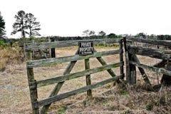 Vieja puerta de la granja Imágenes de archivo libres de regalías