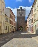 Vieja puerta de la torre en Jihlava, República Checa Imagen de archivo