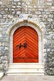 Vieja puerta de madera en la fortaleza Imagenes de archivo