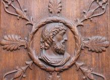 Vieja puerta de madera, mano tallada Imagenes de archivo