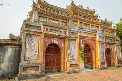 Vieja puerta en la ciudad imperial de la tonalidad Fotografía de archivo