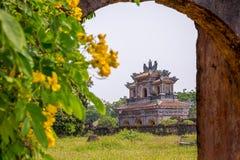 Vieja puerta en la ciudad imperial de la tonalidad Foto de archivo libre de regalías