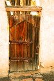 Vieja puerta en la misión San Miguel Arcangel Fotos de archivo libres de regalías