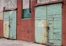 Vieja puerta en área industrial Imágenes de archivo libres de regalías