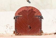 Vieja puerta en Riga, Letonia Fotografía de archivo libre de regalías