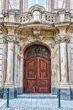 Vieja puerta principal de madera Imágenes de archivo libres de regalías