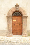Vieja puerta principal italiana Fotos de archivo libres de regalías
