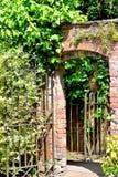 vieja puerta que se besa Foto de archivo libre de regalías