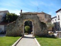 VIEJA PUERTA ROMANA, POREC, CROACIA Imágenes de archivo libres de regalías