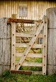 Vieja puerta rural cansada de la granja Imagen de archivo libre de regalías