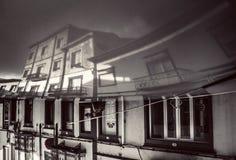 Vieja reflexión tradicional de la casa Fotos de archivo libres de regalías