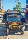 Vieja reproducción del coche en ciudad vieja en Gdansk Foto de archivo libre de regalías