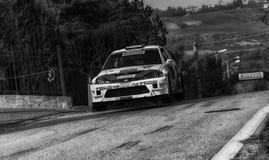 Vieja reunión del coche de competición de FORD FOCUS WRC 2002 LA LEYENDA 2017 la raza histórica famosa de SAN MARINO foto de archivo