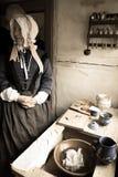 Vieja señora danesa en cocina Imagen de archivo libre de regalías