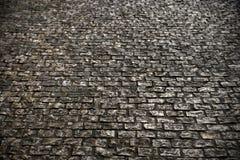 Vieja superficie de la carretera de la piedra del adoquín que pavimenta textura del fondo Imagenes de archivo