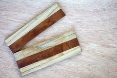 Vieja tabla de cortar rota de madera de la raya Fotografía de archivo libre de regalías
