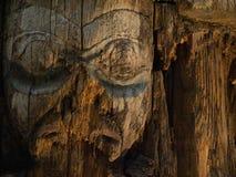 Vieja talla de la cara del Haida Foto de archivo libre de regalías