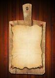 Vieja tarjeta de corte del cuaderno en el fondo de madera Imágenes de archivo libres de regalías