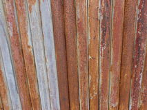 Vieja textura aherrumbrada de la puerta del hierro Imagenes de archivo