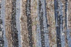 Vieja textura de la alfombra del paño de rayas sucias del trapo, horizontales y verticales Foto de archivo libre de regalías
