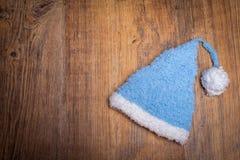 Vieja textura de madera con el sombrero del bebé Imagenes de archivo