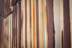 Vieja textura del tejado de la hoja de metal Imágenes de archivo libres de regalías