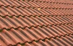 Vieja textura del tejado de teja Foto de archivo libre de regalías