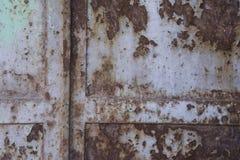 Vieja textura oxidada de la puerta del metal fotos de archivo