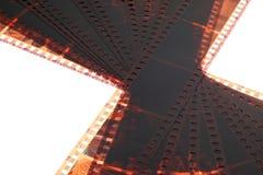 Vieja tira de la película de la negativa 35m m en el fondo blanco Fotos de archivo libres de regalías