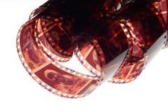 Vieja tira de la película de la negativa 35m m en el fondo blanco Fotos de archivo