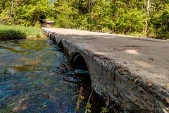 Vieja travesía del puente Fotos de archivo libres de regalías