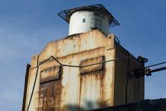 Vieja unidad de refrigeración oxidada Foto de archivo