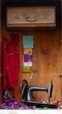 Vieja vida de la máquina de coser aún Fotos de archivo libres de regalías