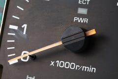 Vieja y sucia escena del indicador del tacómetro Imagen de archivo libre de regalías